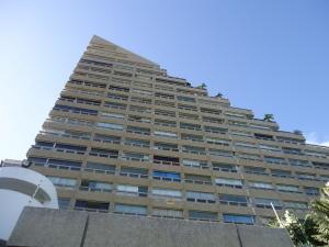 Apartamento En Venta En Catia La Mar, Playa Grande, Venezuela, VE RAH: 17-2244