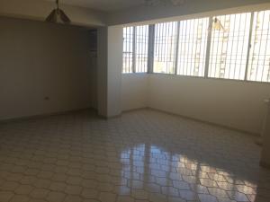 Apartamento En Venta En Maracaibo, Valle Frio, Venezuela, VE RAH: 17-2321