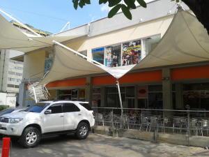 Local Comercial En Alquiler En Municipio Naguanagua, La Granja, Venezuela, VE RAH: 17-2354