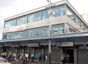Local Comercial En Venta En Turmero, Zona Centro, Venezuela, VE RAH: 17-2410