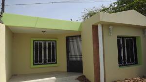 Casa En Venta En Punto Fijo, Puerta Maraven, Venezuela, VE RAH: 17-2405