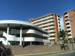 Apartamento En Venta En Higuerote, Puerto Encantado, Venezuela, VE RAH: 17-2413