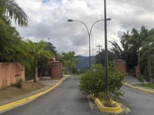 Terreno En Venta En Caracas, Bosques De La Lagunita, Venezuela, VE RAH: 17-1520