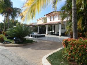 Casa En Venta En Lecheria, Complejo Turistico El Morro, Venezuela, VE RAH: 17-2545