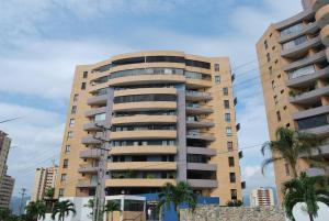 Apartamento En Venta En Municipio Naguanagua, Maã±Ongo, Venezuela, VE RAH: 17-2548