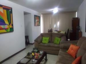 Apartamento En Venta En Caracas, Parroquia La Candelaria, Venezuela, VE RAH: 17-2585
