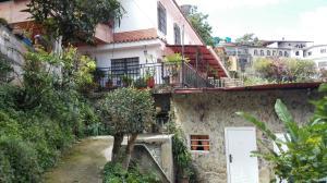 Terreno En Venta En Los Teques, Municipio Guaicaipuro, Venezuela, VE RAH: 17-2738