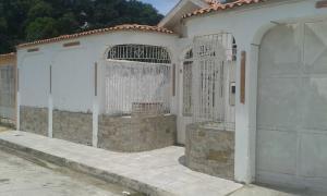Casa En Venta En San Carlos, Cantaclaro, Venezuela, VE RAH: 17-2646
