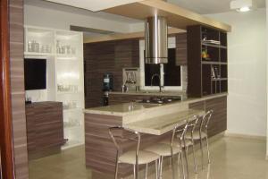 Apartamento En Venta En Maracaibo, Avenida Baralt, Venezuela, VE RAH: 17-2649