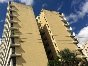 Apartamento En Venta En Caracas, Los Palos Grandes, Venezuela, VE RAH: 17-2696