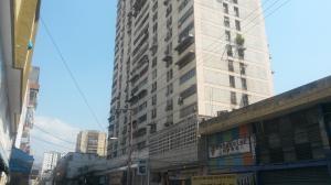Apartamento En Venta En Maracay, Zona Centro, Venezuela, VE RAH: 17-2741