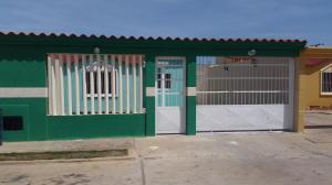 Casa En Venta En Punto Fijo, Puerta Maraven, Venezuela, VE RAH: 17-2786