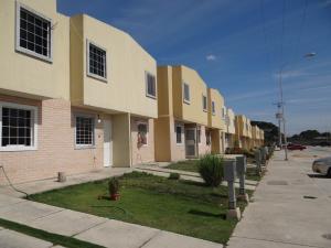 Townhouse En Venta En Valencia, Flor Amarillo, Venezuela, VE RAH: 17-2811