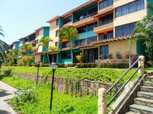 Apartamento En Venta En Margarita, Pampatar, Venezuela, VE RAH: 17-2817