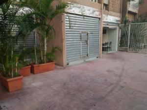 Local Comercial En Venta En Caracas, Los Palos Grandes, Venezuela, VE RAH: 17-2857