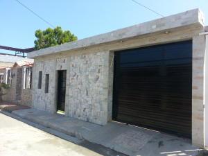 Casa En Venta En Puerto Cabello, Vista Mar, Venezuela, VE RAH: 17-2990