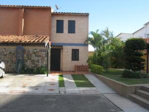 Townhouse En Ventaen Municipio Naguanagua, El Saman, Venezuela, VE RAH: 17-2959