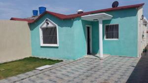 Casa En Venta En Punto Fijo, Puerta Maraven, Venezuela, VE RAH: 17-2892