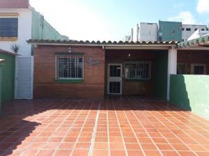 Casa En Venta En Municipio Naguanagua, Casco Central, Venezuela, VE RAH: 17-2958