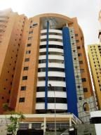 Apartamento En Venta En Valencia, La Trigaleña, Venezuela, VE RAH: 17-2998