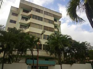 Apartamento En Venta En Parroquia Caraballeda, Caribe, Venezuela, VE RAH: 17-3022