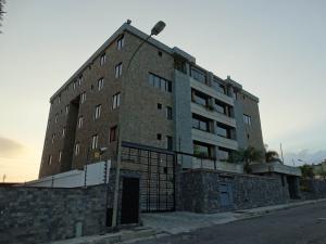 Apartamento En Ventaen San Antonio De Los Altos, Parque El Retiro, Venezuela, VE RAH: 17-1599