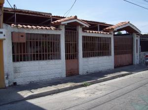 Casa En Venta En Maracay, Santa Rosa, Venezuela, VE RAH: 17-3061