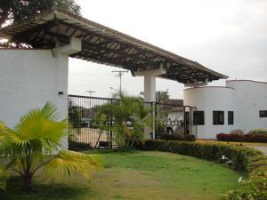 Apartamento En Venta En Higuerote, Via Curiepe, Venezuela, VE RAH: 17-3087