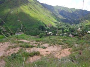 Terreno En Venta En La Colonia Tovar, Sector Capachal, Venezuela, VE RAH: 17-3175