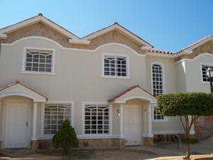 Townhouse En Venta En Maracaibo, Lago Mar Beach, Venezuela, VE RAH: 17-3178