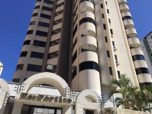 Apartamento En Venta En Valencia, La Trigaleña, Venezuela, VE RAH: 17-3296