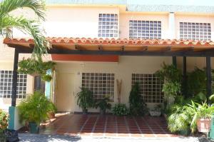 Townhouse En Venta En Municipio San Diego, Sabana Del Medio, Venezuela, VE RAH: 17-3306