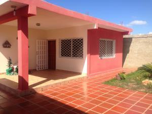 Casa En Venta En Punto Fijo, Santa Elena, Venezuela, VE RAH: 17-3329