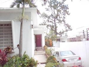 Casa En Venta En Caracas, Los Palos Grandes, Venezuela, VE RAH: 17-4713