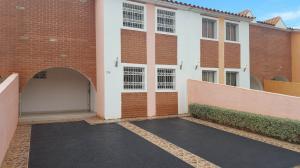 Casa En Venta En Coro, Prolongación Manaure, Venezuela, VE RAH: 17-3410