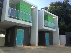 Townhouse En Venta En Municipio San Francisco, La Coromoto, Venezuela, VE RAH: 17-3411