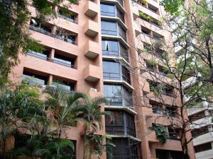 Apartamento En Venta En Caracas, El Rosal, Venezuela, VE RAH: 17-3429