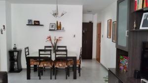 Apartamento En Alquiler En Caracas, Los Palos Grandes, Venezuela, VE RAH: 17-3487