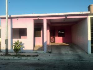Casa En Venta En Municipio Los Guayos, Paraparal, Venezuela, VE RAH: 17-3491