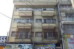 Apartamento En Venta En Maracay, Zona Centro, Venezuela, VE RAH: 17-3577