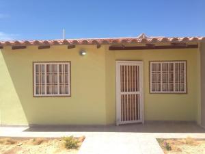 Casa En Venta En Punto Fijo, Puerta Maraven, Venezuela, VE RAH: 17-3494