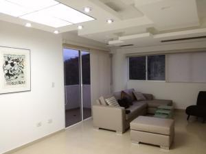 Apartamento En Venta En Valencia, El Parral, Venezuela, VE RAH: 17-4206