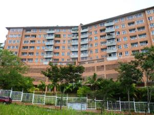 Apartamento En Venta En Caracas, Lomas Del Sol, Venezuela, VE RAH: 17-3652