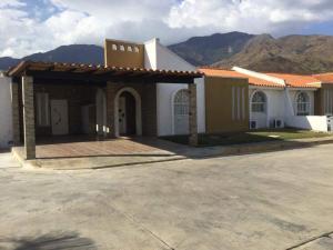 Casa En Venta En Municipio San Diego, La Cumaca, Venezuela, VE RAH: 17-3678