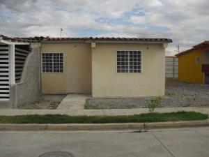 Casa En Venta En Acarigua, Centro, Venezuela, VE RAH: 17-3677