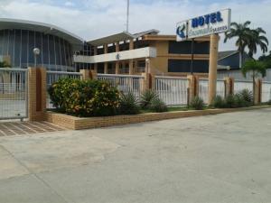 Edificio En Venta En Puerto Cabello, Cumboto, Venezuela, VE RAH: 17-3698