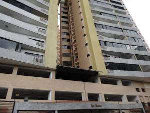 Apartamento En Venta En Valencia, Las Chimeneas, Venezuela, VE RAH: 17-3941