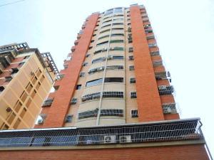 Apartamento En Venta En Maracay, Zona Centro, Venezuela, VE RAH: 17-3743