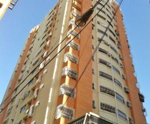 Apartamento En Venta En Maracay, Zona Centro, Venezuela, VE RAH: 17-3774