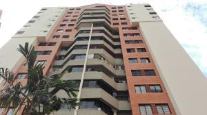 Apartamento En Venta En Valencia, Los Mangos, Venezuela, VE RAH: 17-3872